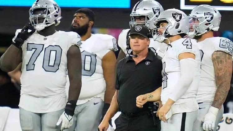 Abandona Gruden a los Raiders tras polémicas de mensajes racistas