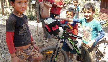 Etnia Akha, Nam Yang, Laos  Visita en bicicleta a esta