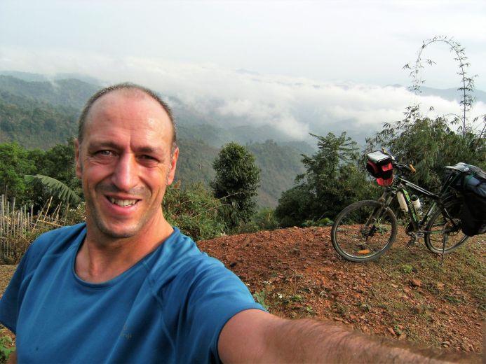 Ciclista en Laos