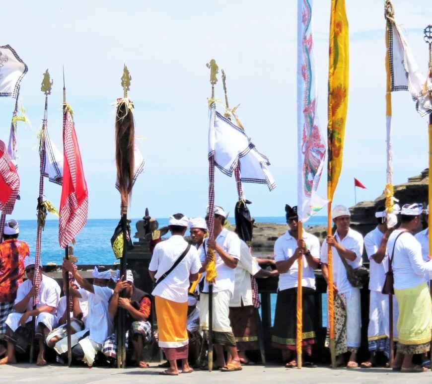Ceremonia Tanah Lot, Bali, Indonesia