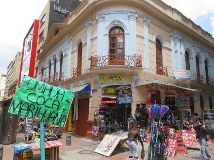Calle comercial en Bogotá