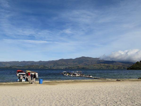 playa-blanca-laguna-de-tota