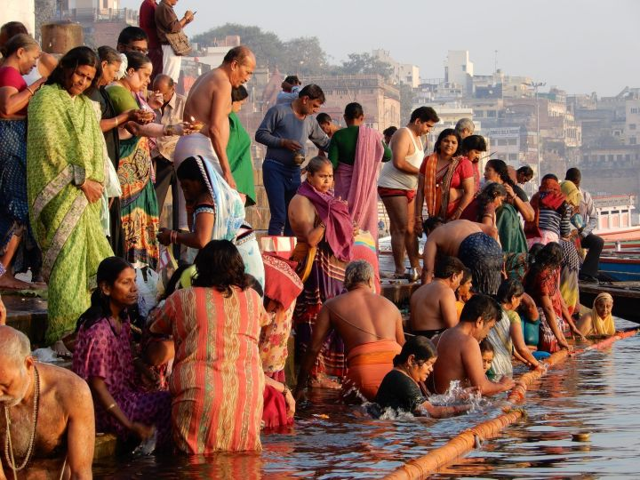 Abluciones temprano por la mañana,Dashashwamedh Ghat