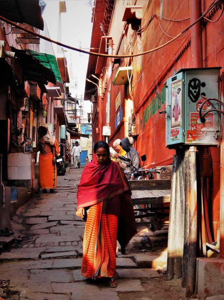 Caminando por el viejo Benarés, Varanasi, India