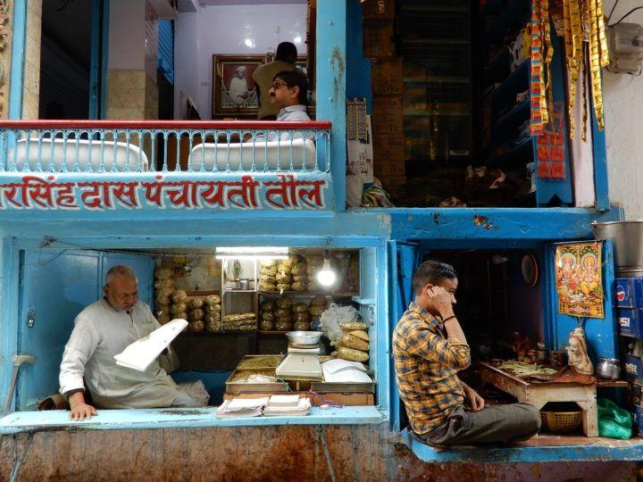 Pequeños comercios, Benarés, Varanasi, India