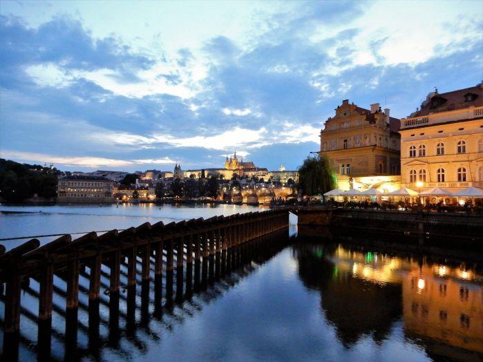 Praga de noche, República Checa