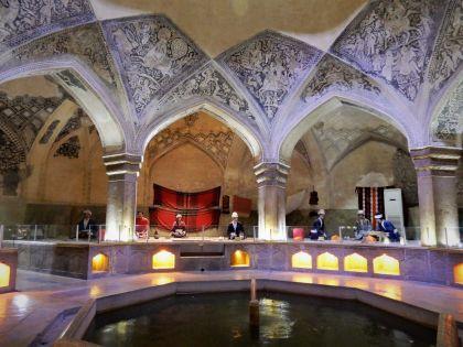 Fuente entrada Baños Vakil Bath Fountain, Shiraz, Iran