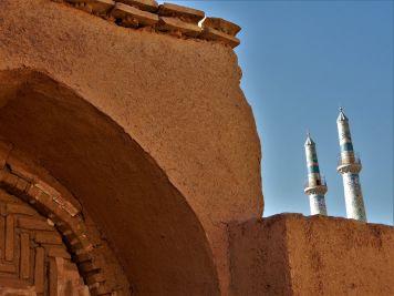 Detalle de puerta y minaretes, Yazd, Iran