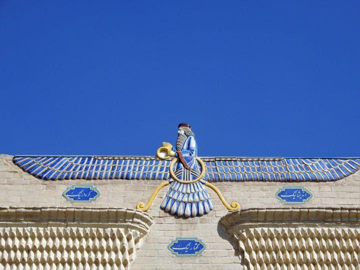 Símbolo de Ahura Mazda, Yazd, Iran. Yazd, ciudad Patrimonio de la Humanidad