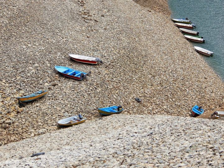 Barcas embalse Kurdistán