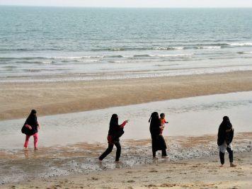 Bañistas con niqab