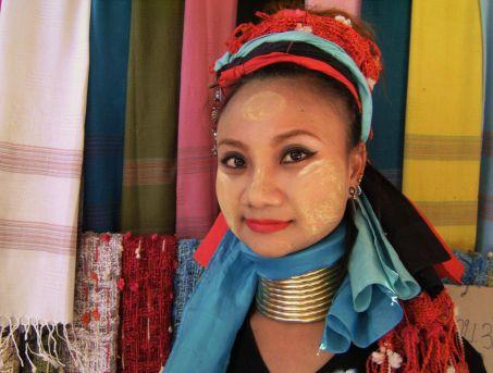 Bonita mujer padaung