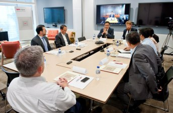 singapore-corporate-events-photography-round-table-discussion-wespac-01