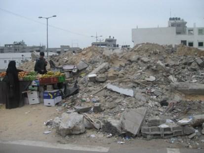 דוכן שהוקם לצד מה שהיה מסגד אלשיפאא'.