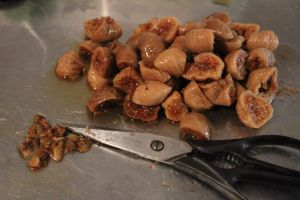 dried fig cut with scissors