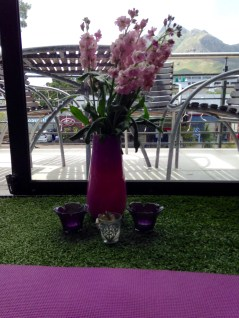Sharni's special touch with lilac blossoms and soothing candles