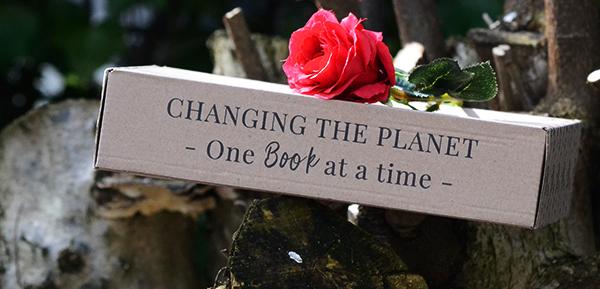 Slogan Milieuvriendelijke boekenbox Secondhand Bookshelf: Changing the planet one book at a time