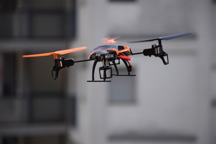 drone-674235_1280