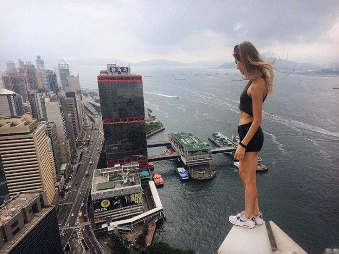 roof-climbing-girl-dangerous-selfies-angela-nikolau-russia-7