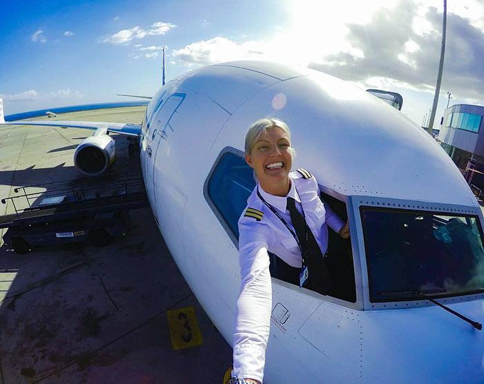 woman-pilot-yoga-maria-pettersson31