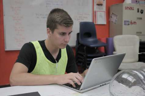 Senior carries out HPE internship