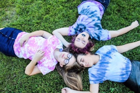 Student markets tie-dye shirts