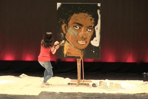 ROSETTI: Estudiantes comparten su creatividad en el show de talentos