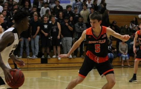 Boys Basketball defeats Cosumnes Oaks, advances to third in league