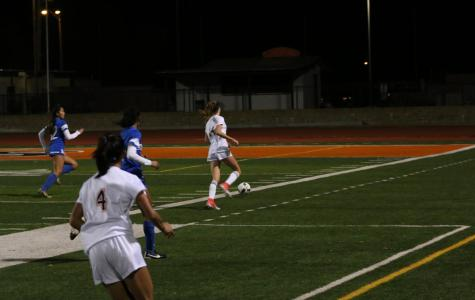 Girls Soccer defeats Oakmont, ends league season