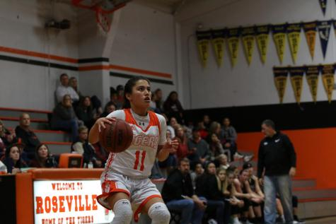Girls varsity basketball improves league record with Inderkum win
