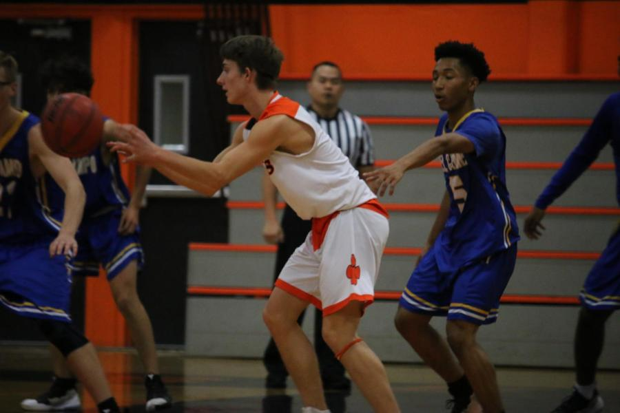 Boys+varsity+basketball+breaks+tie+with+Inderkum%2C+takes+first+place+in+CVC