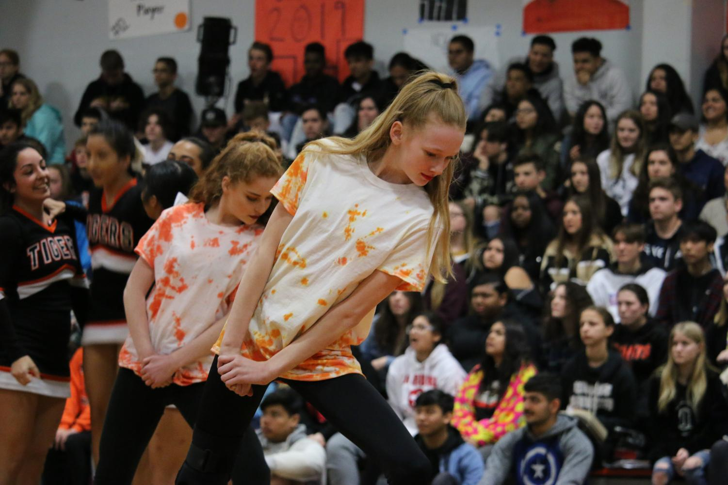 RHS+Dance+Team+performs+at+the+Casaba+rally.+