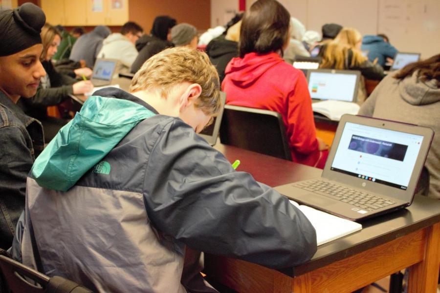 Mientras+que+los+estudiantes+a%C3%BAn+comenzar%C3%A1n+con+la+biolog%C3%ADa+seg%C3%BAn+el+camino+actual%2C+en+su+segundo+a%C3%B1o+tomar%C3%A1n+la+siguiente+clase+de+f%C3%ADsica+en+lugar+de+la+qu%C3%ADmica%2C+y+la+qu%C3%ADmica+se+convertir%C3%A1+en+el+tercer+curso+del+camino.