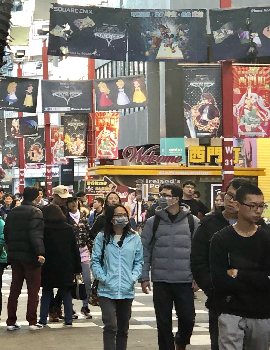 Taipei's downtown Ximending is packed with people going out in a warm sunny day as the recent cold snap which killed close to 300 people is weakening by Sunday, Jan 14, 2018. Lawrence Chung photo
