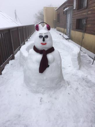 Snow man at a villa on Hehuan Mountain in central Taiwan. (Photo courtesy of Forestry Bureau
