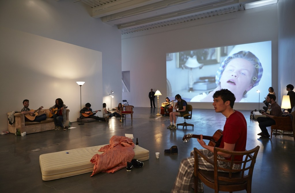 """Ragnar Kjartansson: Me, My Mother, My Father, and I,"""" 2014. Exhibition view: New Museum. Photo: Benoit Pailey. (Image courtesy the New Museum, NY)"""