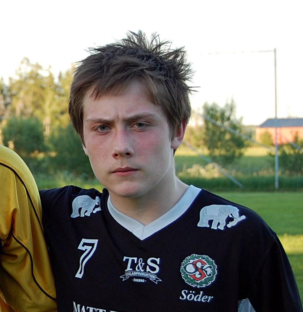 Kevin Larsson i ÖSK Söders klubbdress (2010).
