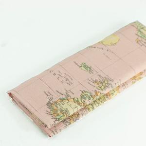 """Coupon toile imprimée motif """"Carte du monde - Rose"""" © Eyrelles Tissus"""