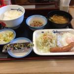 松屋の朝定食、ソーセージエッグ定食が栄養バランスもお得感も最高!