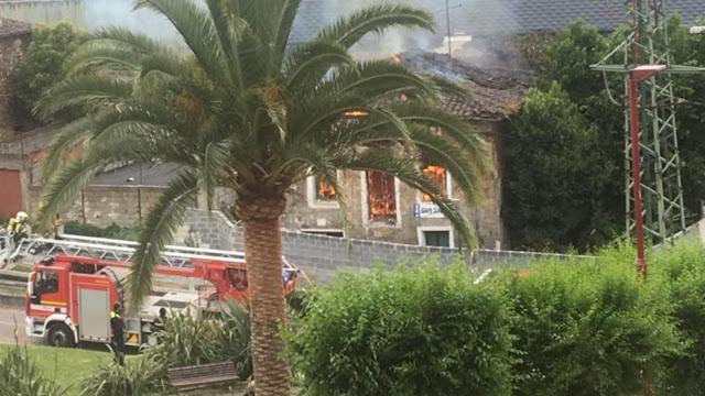 Un incendio acaba con el caserío de más de 300 años de Beurko Viejo