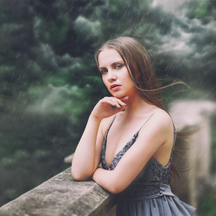 Baśniowa sesja fotograficzna w plenerze. Portret kobiecy. Ezo Oneir. Fotografia artystyczna.