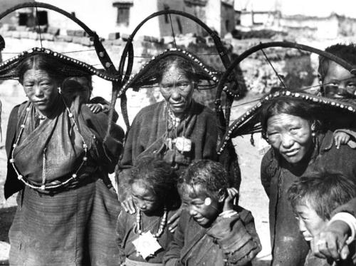 Tibetexpedition; Tibeterinnen mit Kindern