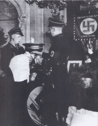 Ритуал нацисткого «крещения»