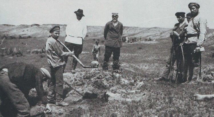 Перезахоронение братской могилы жертв семеновских казаков