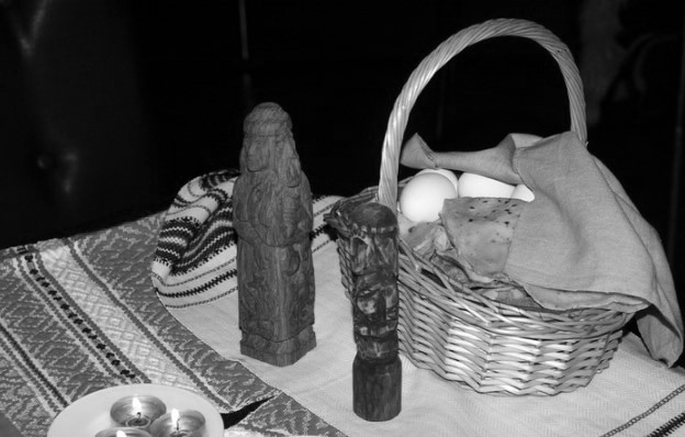 о времён Адама Мицкевича главным праздником белорусов, по мнению В.Д. Литвинки считаются «Дзяды», так как они одновременно символизировали не только «смерть» природы, но и неизбежное прекращение жизненного пути и перехода на «тот свет», к предкам, каждого человека.
