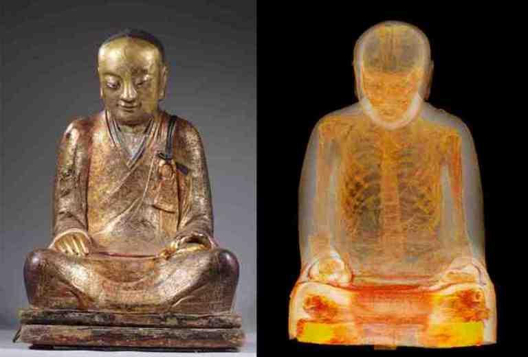 Монах внутри статуи