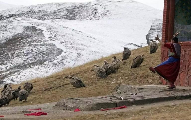 Небесные похороны шокирующие фотографии ритуала