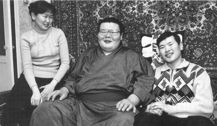 Фото: А.Михаханов с сестрой и братом