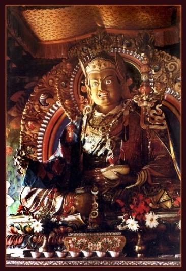 """Падмасамбхава</strong> <span style=""""color: #808080;""""><em>— буддистский йог и гуру древности. Он <strong>одноликий,</strong> с двумя руками и ногами. <strong>Цвет кожи – ярко-белый,</strong> а выражение лица очень мирное. На голове красная монашеская шапка. Иногда, давая посвящение, я надеваю похожую шапку.</em></span></p> <p style=""""text-align: justify;"""">Она высокая и остроконечная.<strong> Гуру Падмасамбхава</strong> восседает на лотосе, на солнечном и лунном дисках. Правой рукой он делает мудру защиты, а левой держит чашу из черепа, наполненную амритой, или нектаром долгой жизни"""".</p> <p style=""""text-align: right;""""><span style=""""font-size: 12px;""""><em><span style=""""color: #808080;"""">Из книги """"Восемь проявлений Гуру Падмасамбхавы""""</span></em></span></p> <hr /> <p><img class=""""aligncenter size-full wp-image-7856"""" src=""""https://ezoterik-page.com/wp-content/uploads/2017/07/padmi.jpg"""" alt=""""Падмасамбхава в Тибете"""" width=""""304"""" height=""""398"""" /></p> <p></p> <p style=""""text-align: center;""""><span style=""""background-color: #ffcc00; color: #ffffff;""""><strong><span style=""""color: #800000;"""">⊕</span><span style=""""color: #ff6600;"""">⊗</span><span style=""""color: #ff0000;"""">⊕</span>⊗⊕<span style=""""color: #ff0000;"""">⊗</span><span style=""""color: #ff6600;"""">⊕</span><span style=""""color: #800000;"""">⊗</span></strong></span></p> <p style=""""text-align: justify;"""">В Тибете <strong>Падмасамбхаву</strong> называют <strong>Гуру Римпоче,</strong> что переводится как <strong>«Драгоценный учитель».</strong> Его жизненный путь окружен таким ореолом легенд и преданий, что сложно отделить правду от вымысла.</p> <p style=""""text-align: justify;""""><span style=""""background-color: #99cc00;""""><span style=""""color: #ffffff;""""><strong>Падмасамбхаве приписывается подчинение местных божеств Тибета, невероятные успехи в йоге, различные сверх способности вплоть до левитации.</strong></span></span></p> <p style=""""text-align: justify;"""">Он также считается автором многочисленных <strong>учений-терма</strong>, которые были оставлены им в потайных мес"""
