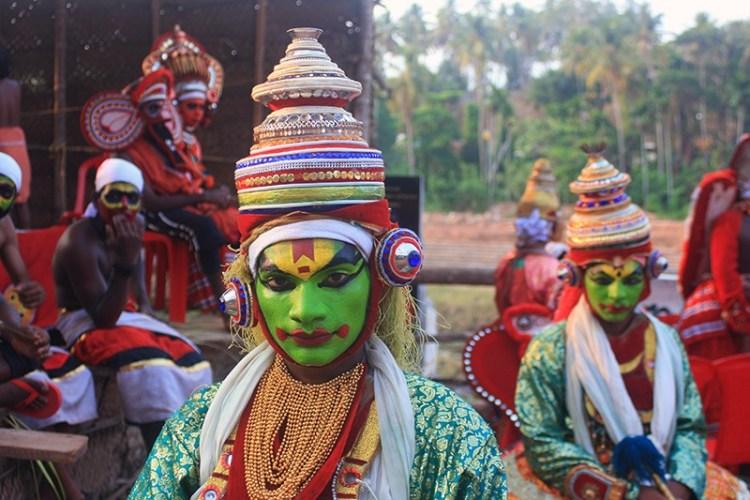 Индийская классическая санскритская драма — одна из старейших форм театрального искусства, которая начала активно развиваться в I в. н.э.